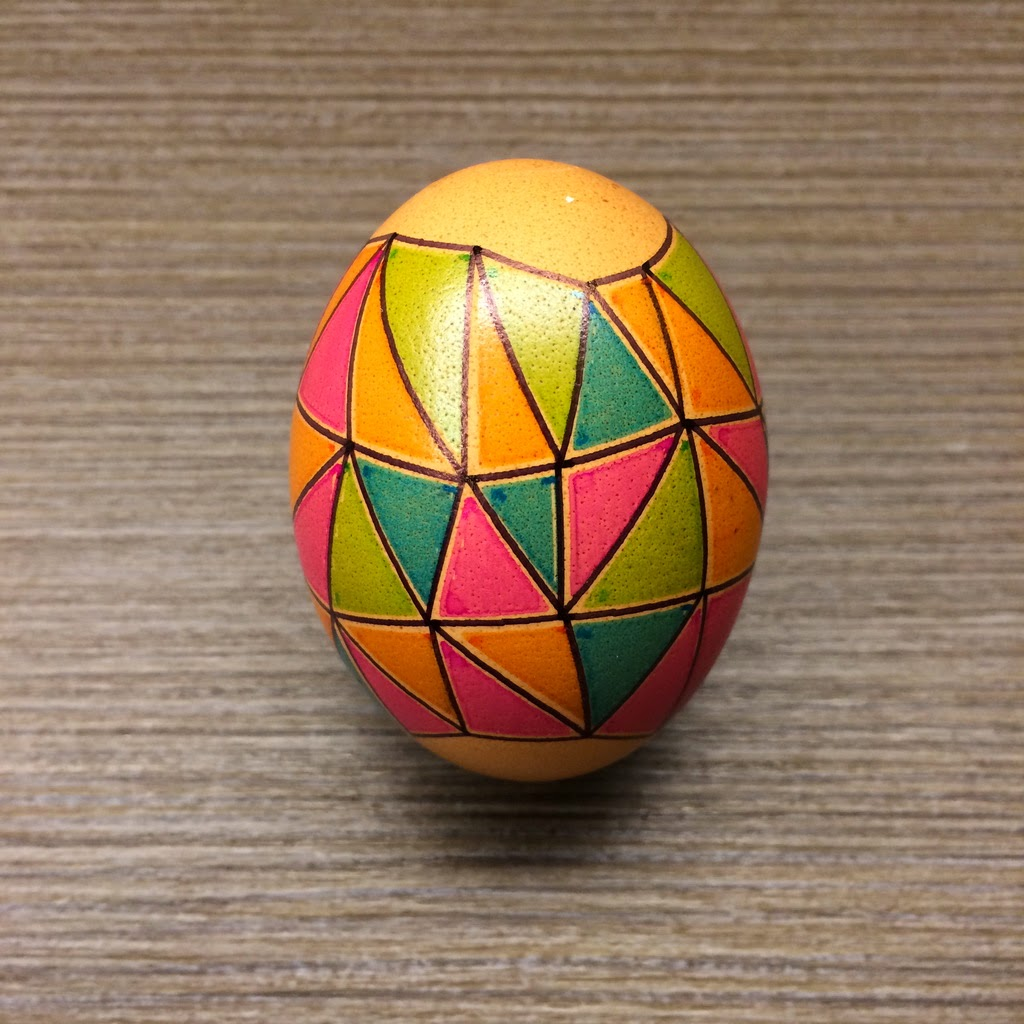 Egg with triangles