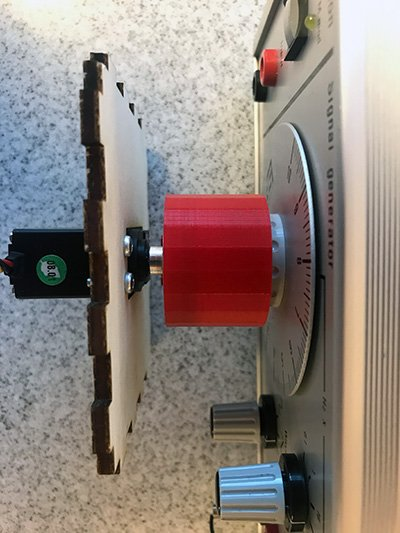3d printed knob adapter connected to servo motor and signal generator
